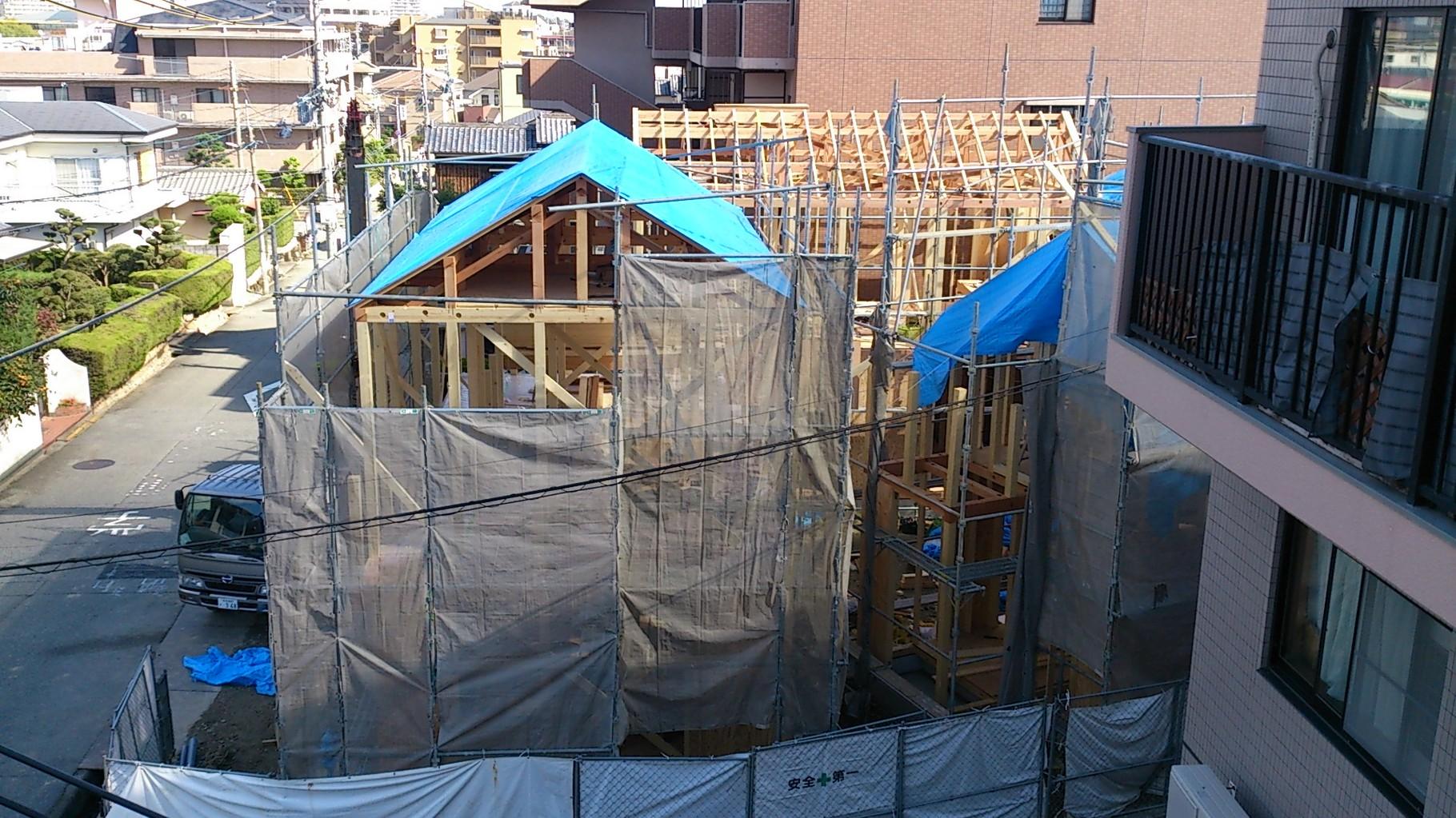 14/10/23 屋根下地が敷かれました