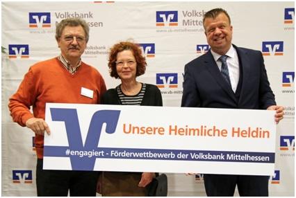 v.l.n.r. Günther Oberländer (1. Vorsitzender), Anne Treffler (NAJU), Herr Wittek (Volksbank)