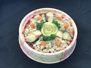 炙り鯖と戸次ごぼうのちらし寿司の写真