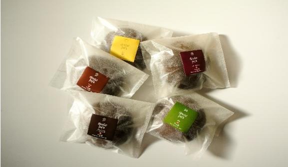 ショコラドラの写真(リッチチョコ、フランボワーズ、柚子、抹茶、チョコ味があります)