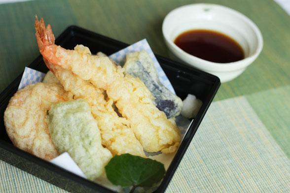 ご注文いただいてから揚げるサクサクの天ぷらの写真