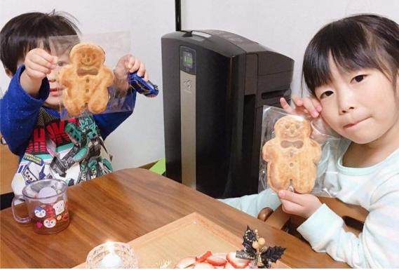 家庭でのお菓子作りのお手伝いの写真
