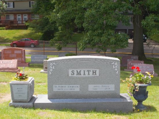 Dr Bob zmarł w 1950 roku. Jego grób w Akron obecnie