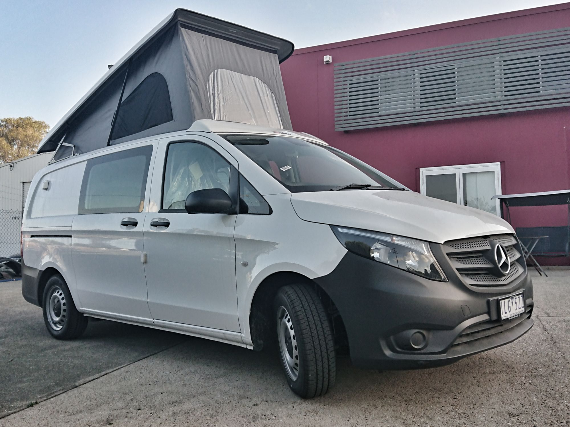 great standing height from 175 at rear to 235cm in front of the Vito Camper