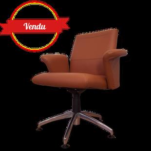 fauteuil,bureau,cuir,design,cognac,marron,vintage,pivotant,confortable,étoile,chromé,accoudoirs,original