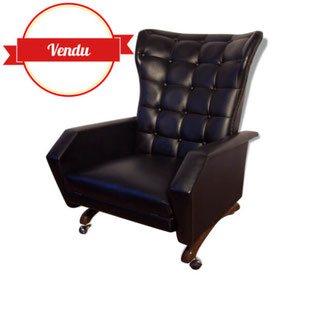 fauteuil,relax,capitonné,noir,oreilles,roulettes,bois,repose pieds,vintage,1940,1950,1960,simili cuir,skai