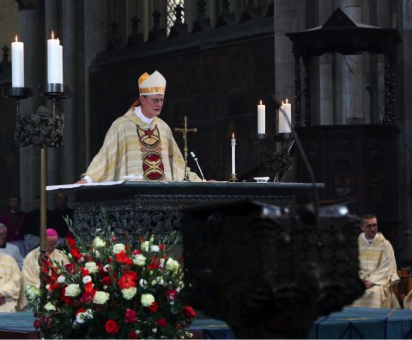 Bei der Predigt meidet Erzbischof Rainer Maria Kardinal Woelki die Kanzel im Dom.  Foto: Robert Boecker