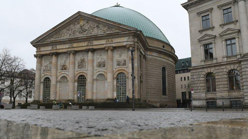 """Teurer Umbau mit politischer Stoßrichtung: Die Berliner St.-Hedwigs-Kathedrale soll """"neu gestaltet"""" werden Foto: Maurizio Gambarini/dpa"""