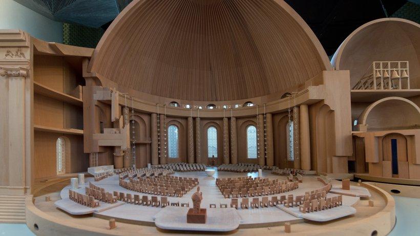 Die Umbaupläne des Erzbistums sehen einen neu gestalteten Innenraum vor, der den liturgischen Anforderungen genügt. © Soeren Stache/dpa