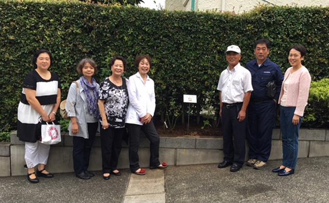 「マドモワゼルマイコ」を囲んで 石井造園さんと町内会役員の皆様