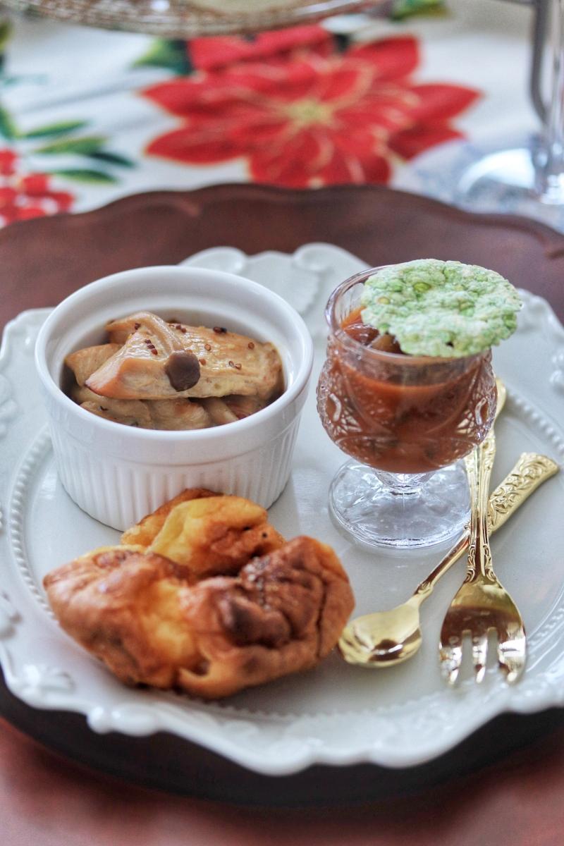 ポップオーバーとチキンクリーム煮、眞野やのビーツスープとチップス