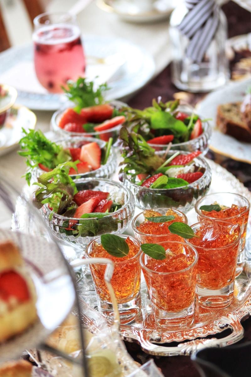苺とカッテージチーズサラダ、紅茶ゼリー