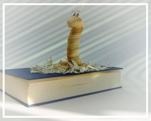 (011) Bücherwurm Paul (Körperdurchmesser 2,5cm) auf Buch sitzend 49,00€   zzgl. Versandkosten. Nur Beispiel bereits verkauft