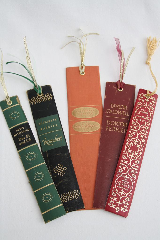 Lesezeichen hergestellt aus alten Buchrücken