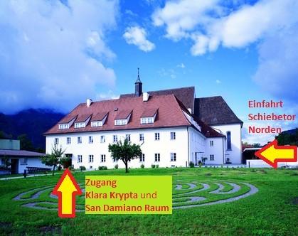 """Franziskanerkloster Telfs - Ostansicht / Zufahrt über Weg """"Klosterfeld 2"""" von Norden"""