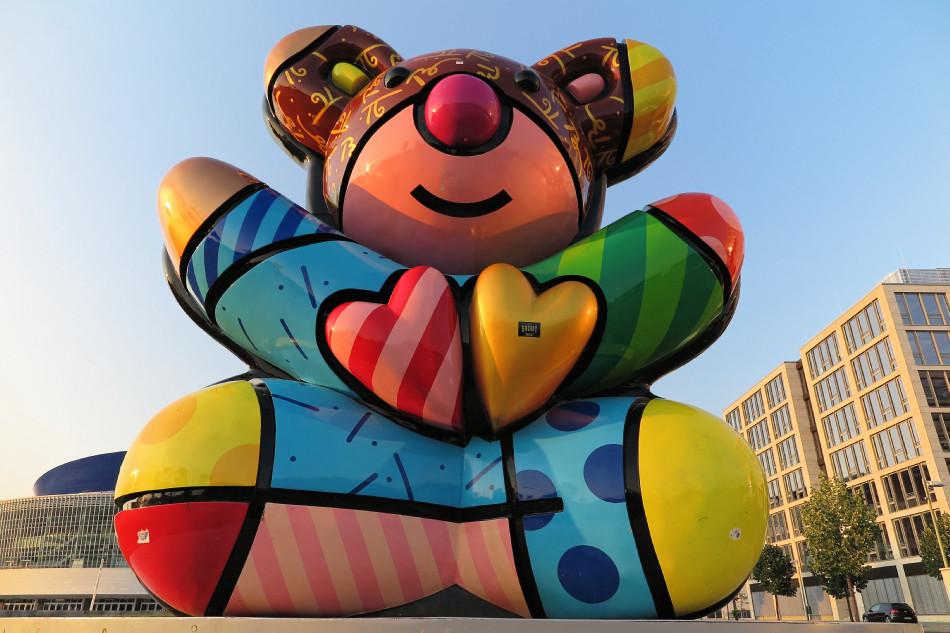 Berlin - Best Buddies Friendship Bear by Romero Britto