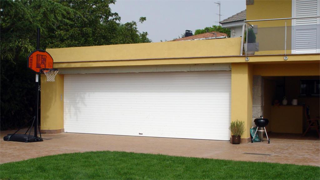 Persiana automática Garaje con protección térmica