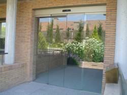 Puerta automática cristal alicante