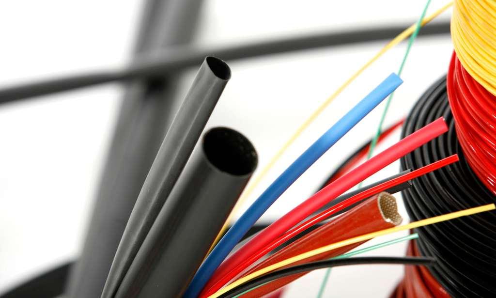 ¿De que está compuesto el aislamiento de los cables eléctricos?