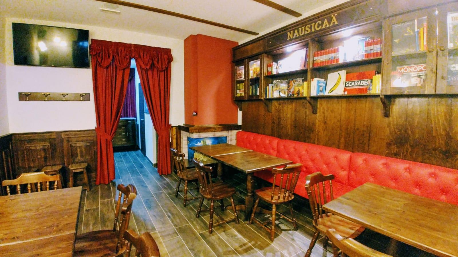 Arredi per Classic Pub Con noi puoi scegliere il locale dei tuoi sogni tra innumerevoli varianti. Progettazione e realizzazione di arredamenti  su misura