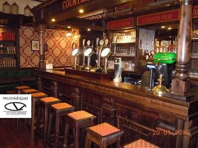 panca in legno per pub per irish pub birreria pub su