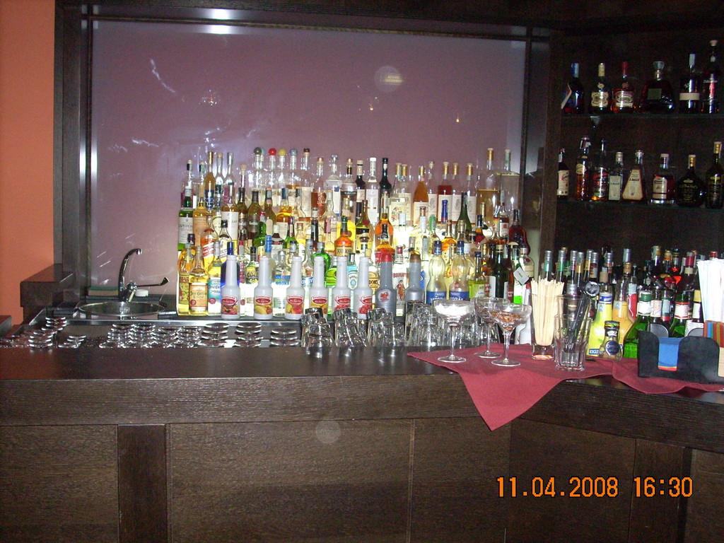 Arredamento bar, Arredo pub, Arredo bar,ARREDAMENTI PER IRISH PUB ...
