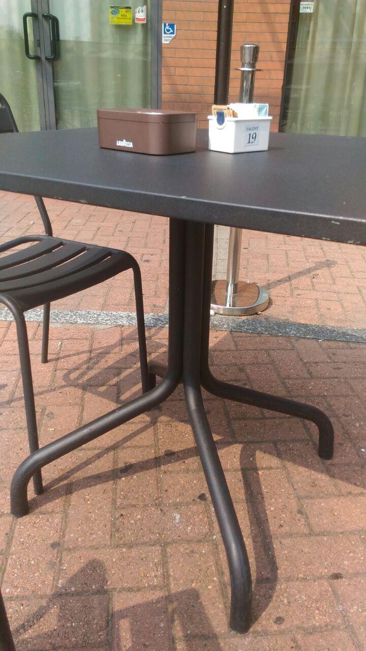 Sedie Bar Esterno Usate.Sedie Sedie In Legno E Sgabelli Pub A Roma Mobili Per Il Contract