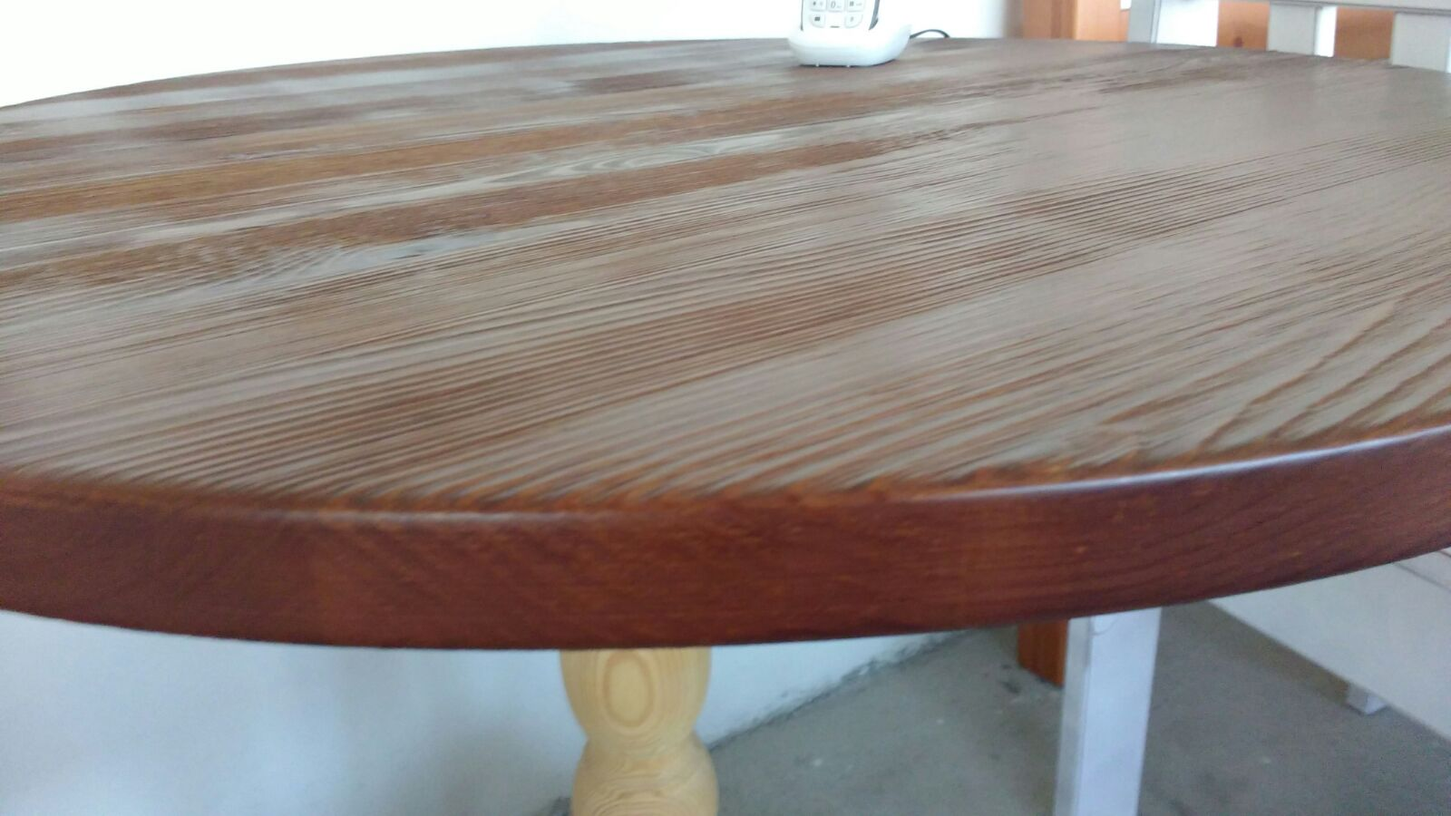 art. df 567 piano tavolo spessore 3 cm  tinta noce disponibile mis. 70 dia. 100