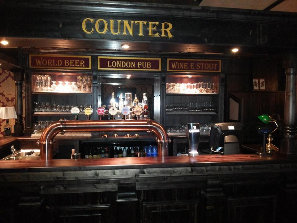 Arredamento bar arredo pub arredo bar arredamenti per for Arredamento per pub e birrerie