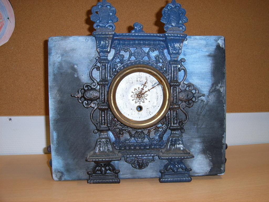 Klok logboekkistje ( metaalverf, oude klok, houten kist, acrylverf)