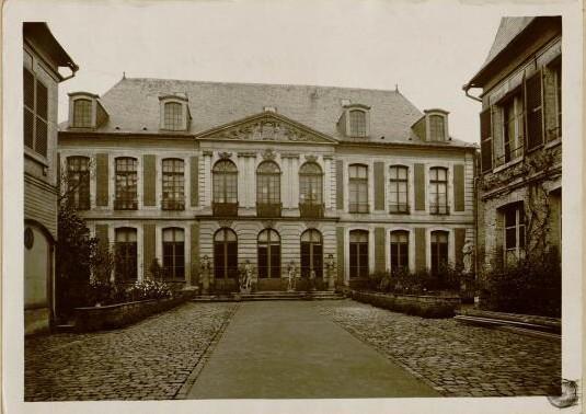 Ancien hôtel de Chepy (Coll. Macqueron. BM Abbeville)