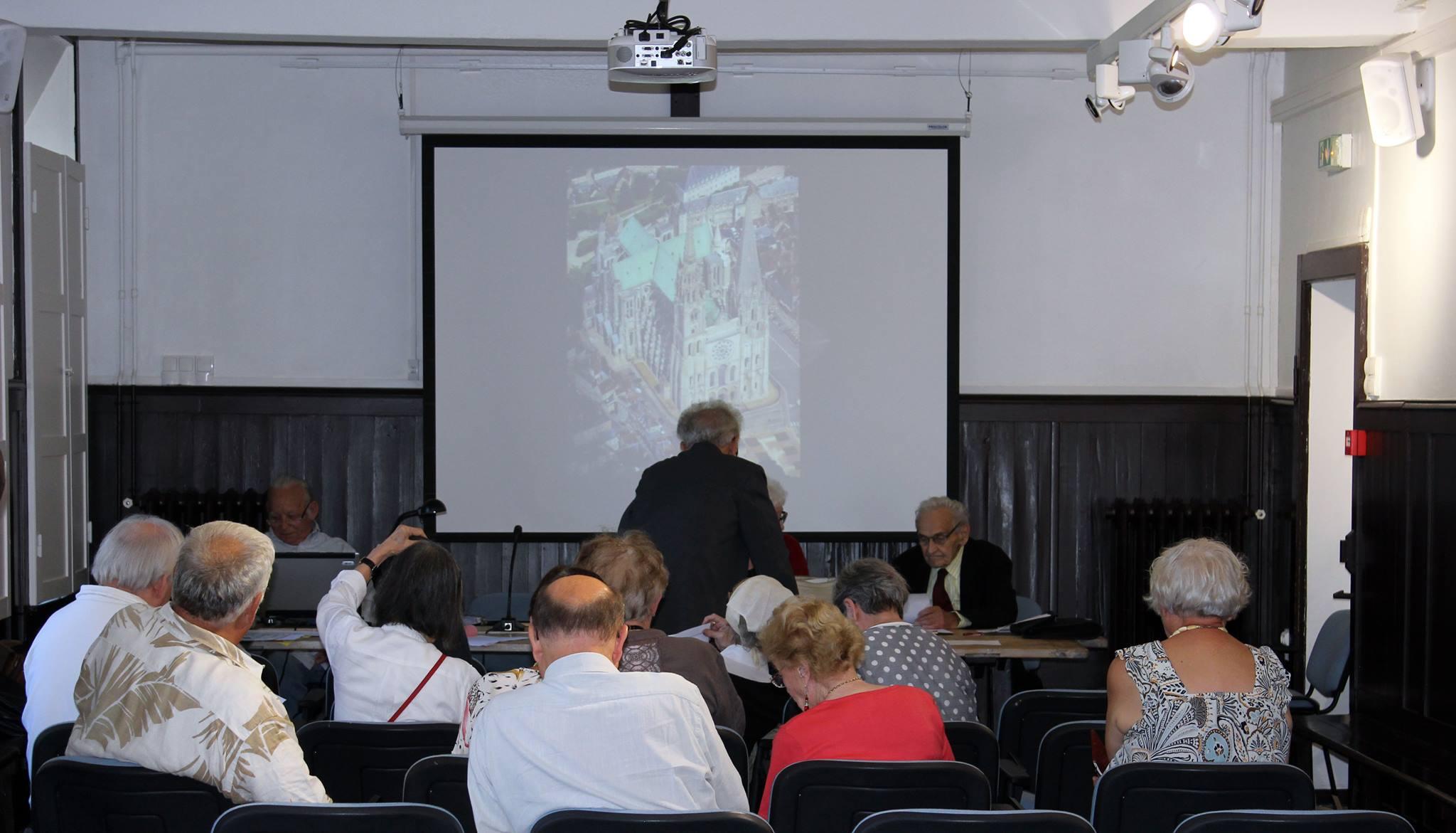 La cathédrale Notre-Dame de Chartres, macrocosme et microcosme. Conférence par Michel Renard, ingénieur honoraire de la DGA, docteur en sciences physiques, invité.