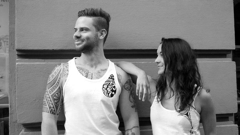Chau Tatau Südseemode urban organic nachhaltig Tribal fashion Qualität exklausiv Geschenk Tshirts Tops Köln Tattoo Maoritattoos Mode Shirts Muster trible Männer Frauen cool besonders individuell