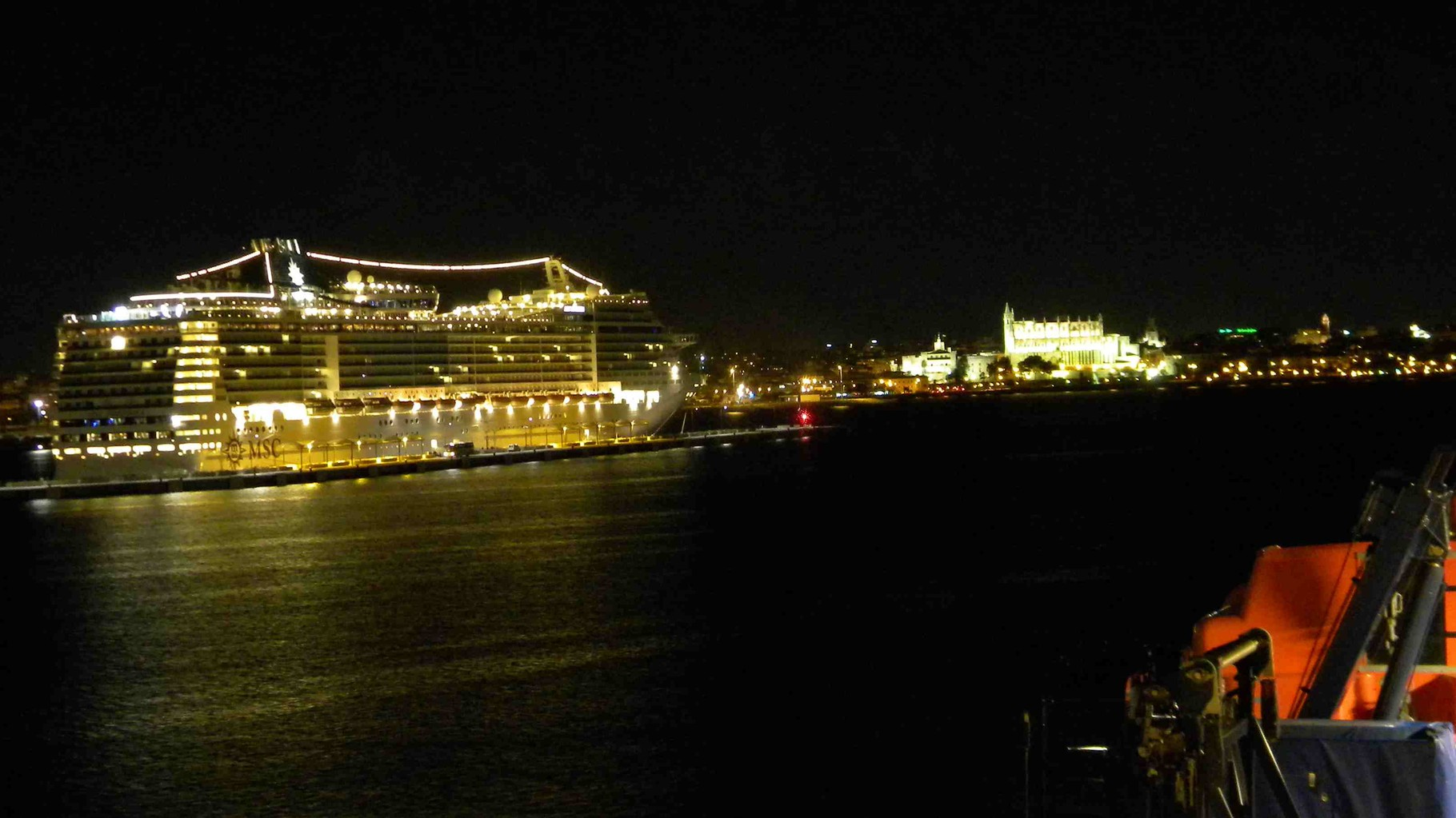 MSC-Kreuzfahrtschiff am Nordwest-Kai