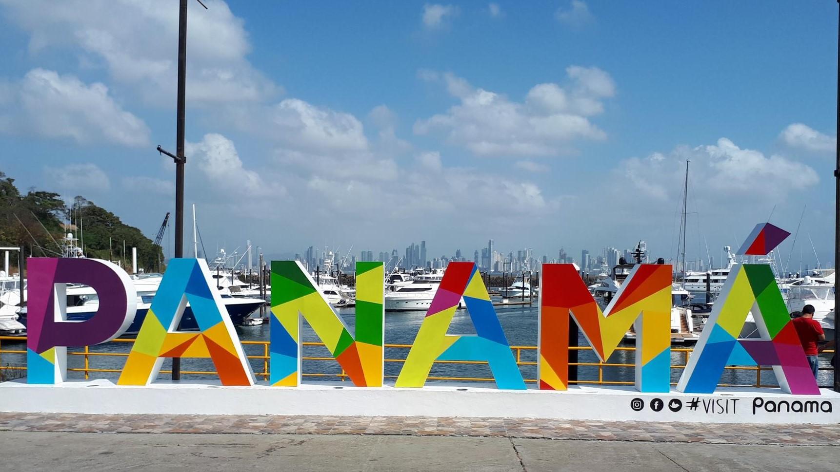 Blick von Isla Flamenco nach Panama City