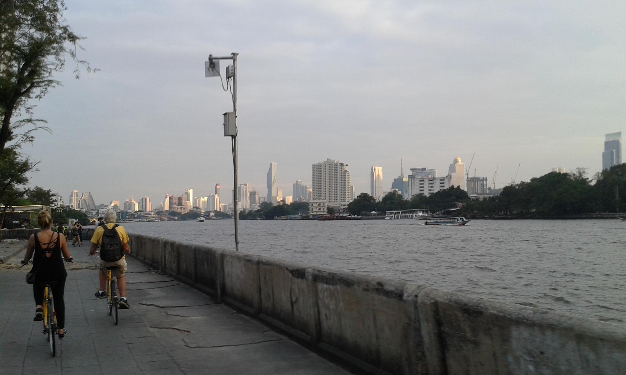 Fahrradfahrt am Fluss