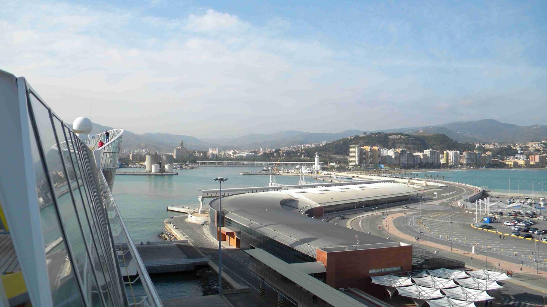 Terminalgebäude am Hafen
