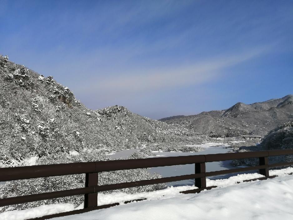 五十里湖(いかりこ)は凍っている様子?