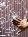 衝撃でもガラスが脱落しにくい