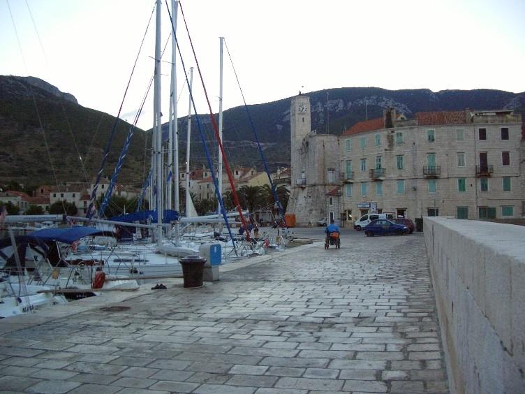 Hafen von Komiza