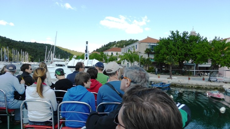 Mit dem Transferboot Richtung Wasserfälle