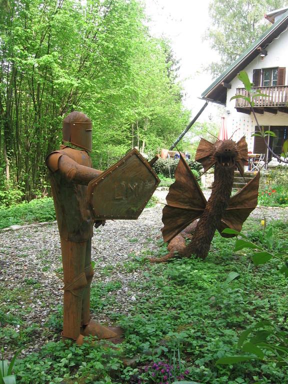 Diese beiden stehen gerade auf dem Kunstweg in Abensberg