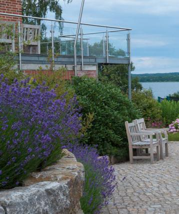Hennings Gartenbau mit Seeblick