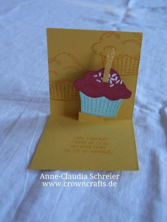 Ups, der Muffin ist leider verrutscht bei dieser kleinen Muffin-Pop-Up-Karte. Aber die Idee finde ich auch super. Sie ist von Petra Käß - auch ohne blog!