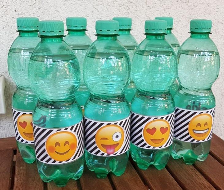 Diese Emojiflaschenbanderolen haben es in sich... man kann sie drehen und das darunterliegende emoji verändert sich! Wenn du auf das Bild klickst, kommst du zum Blog, auf dem ich diese super Idee gefunden habe!