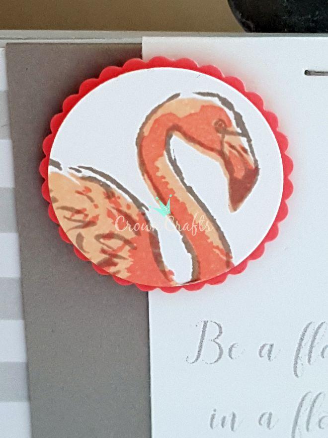 2. Variante: Umrandung Granit, flächige Füllung Blütenrosa, Akzente Flamingorot