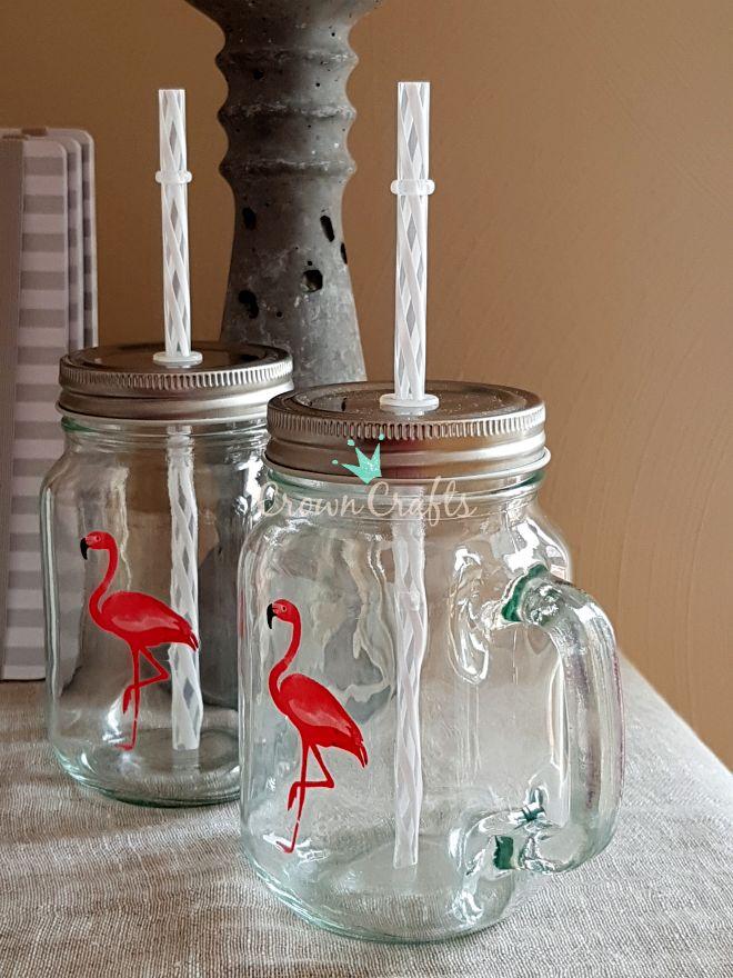 Flamingo-Trinkgläser für alle Neuen im Team - vor 2 Jahren hatte ich schon mal solche Schraubdeckelgläser ans Team verschenkt, weil sie so praktisch auf dem Basteltisch sind... passiert nicht so viel, wenn sie mal umfallen! ;-)