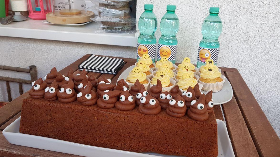 Frederics Lieblingskuchen: Gewürz-Nugat-Kuchen - eigentlich ohne Chichi aber wegen des Thema heute mit Schokocreme verziert!
