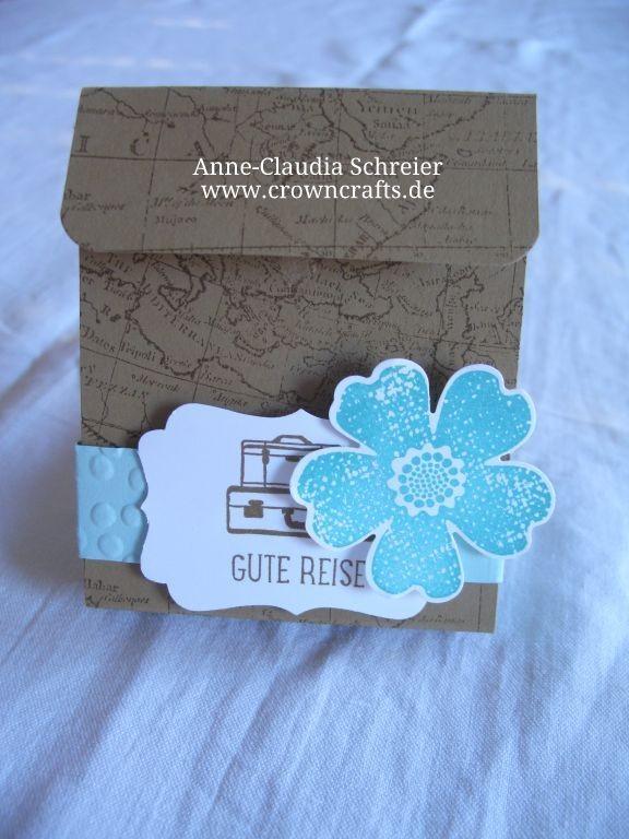 Dieser schöne Umschlag ist innen mit zwei Taschen versehen - in der einen ist ein Erfrischungstuch und in der anderen die Visitenkarte von Julja Feuser - www.stempelwert.de