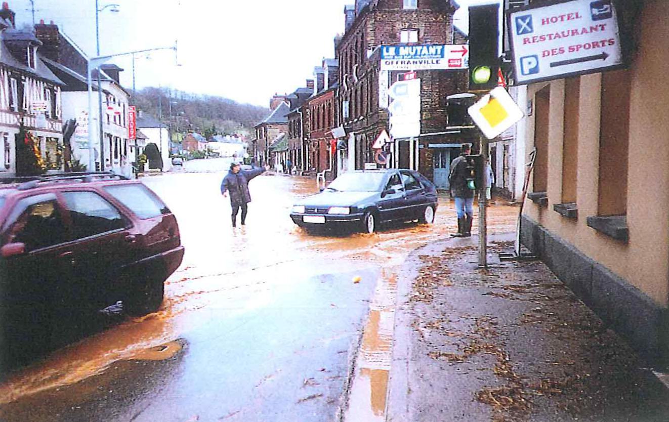 Centre-ville de St Aubin sur Scie inondé - 1999